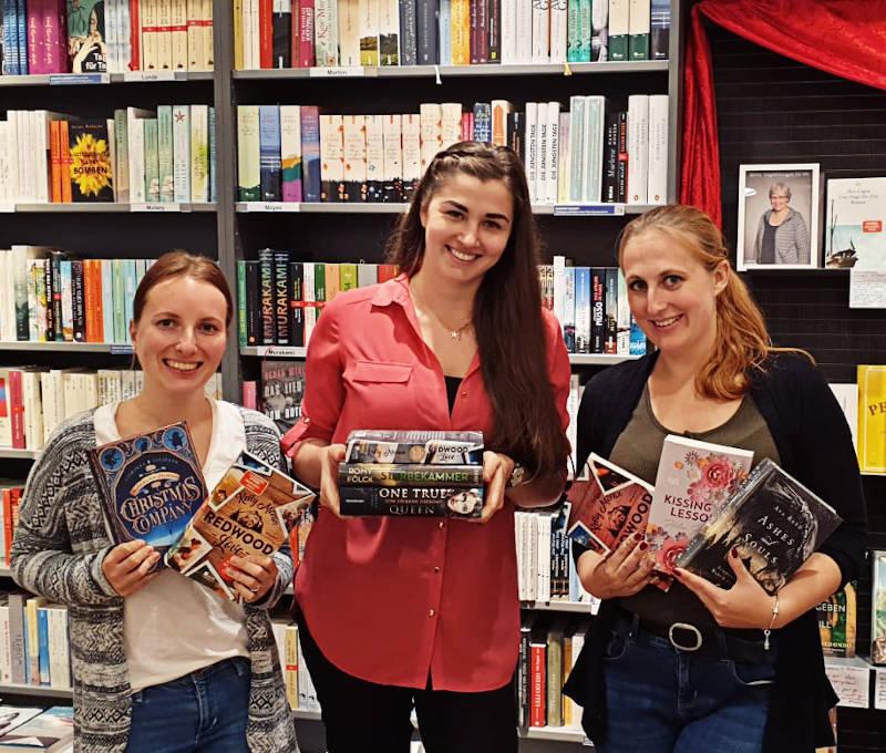 Sara Foxybooks, Ramona Kielfeder und Tina MeinBuchmeineWelt bei der Thalia Bloggernacht