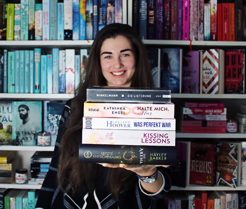 Gelesene Bücher Bücherstapel im November-Monatsrückblick November