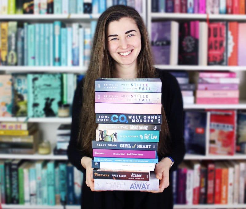 Gelesene Bücher Bücherstapel im Dezember-Monatsrückblick Dezember 2020