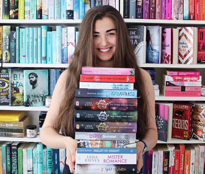 Gelesene Bücher Bücherstapel im April-Monatsrückblick April 2020