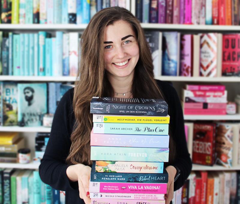 Gelesene Bücher Bücherstapel im Mai-Monatsrückblick Mai 2020
