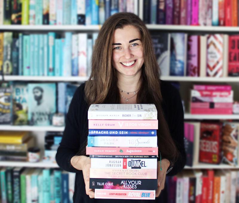 Gelesene Bücher Bücherstapel im Mai-Monatsrückblick Juni 2020