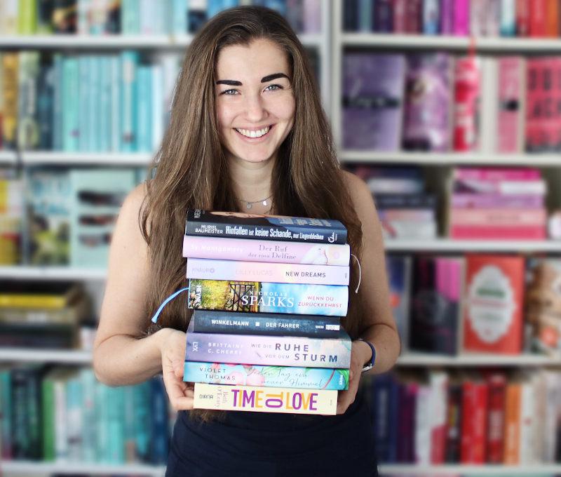 Gelesene Bücher Bücherstapel im Juli-Monatsrückblick Juli 2020