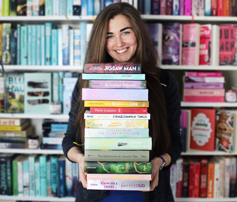 Gelesene Bücher Bücherstapel im August-Monatsrückblick August 2020
