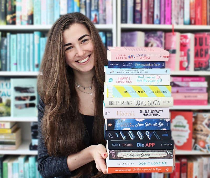 Gelesene Bücher Bücherstapel im Oktober-Monatsrückblick Oktober 2020